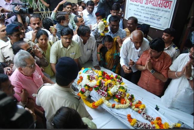 Mourners pay their respects over the casket of  Narendra Dabholkar, Global Post.