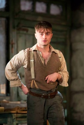 Daniel Radcliffe (The Cripple of Inishmaan-2013) Photo- Ayoungertheatre.